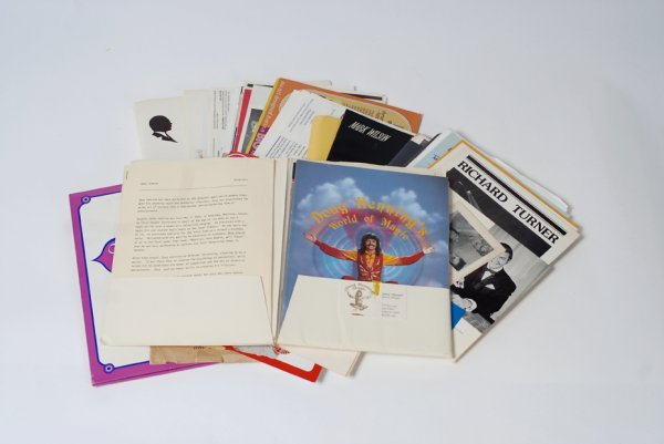 3: Over 60 20th century magicians' brochures & ads