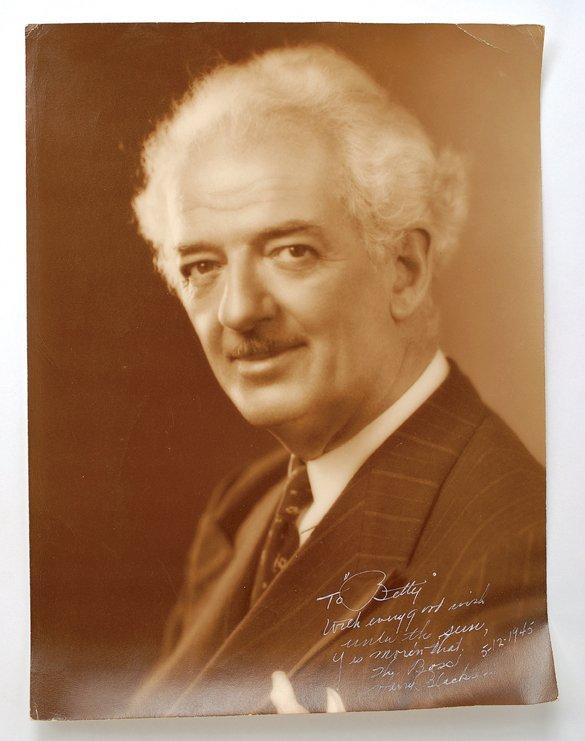 22: Oversized bust portrait of Blackstone, Sr. signed