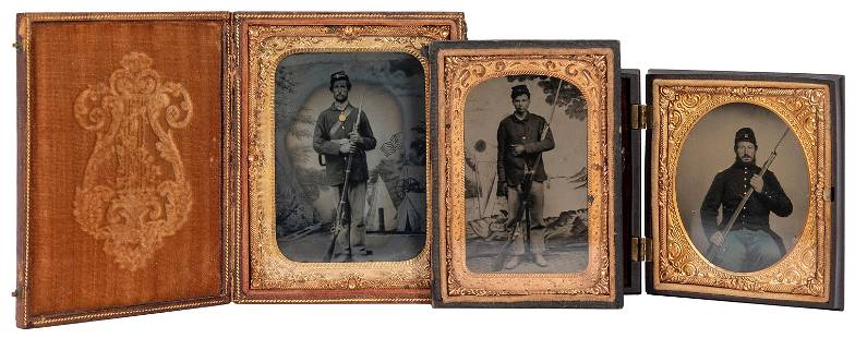 [U.S. CIVIL WAR]. A group of 3 Union bayoneted soldier