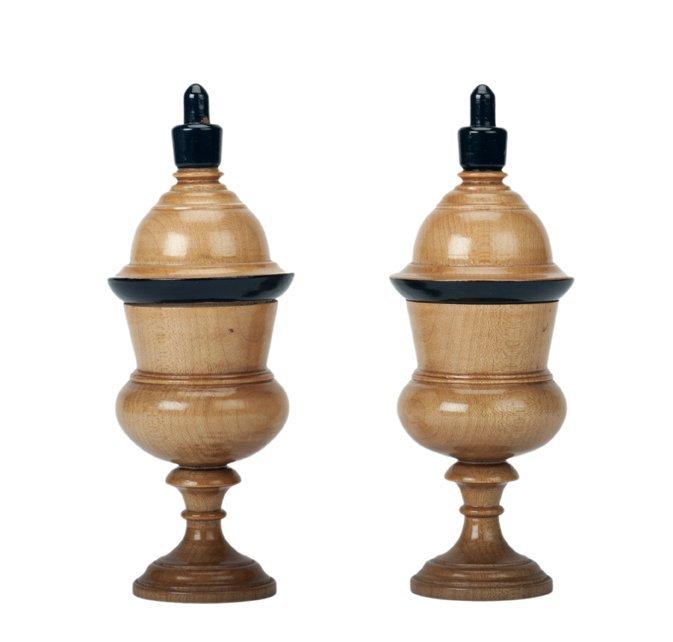 17: Color Changing/Passe Passe Ball Vases. J. McKinven