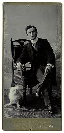 Photograph of a young Houdini. Cabinet Card. 1902.
