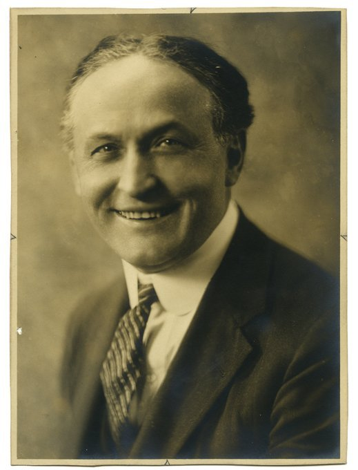 Houdini, Harry (Ehrich Weisz). Smiling Bust Portrait of
