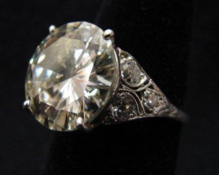 475: PLATINUM DIAMOND SOLITAIRE RING