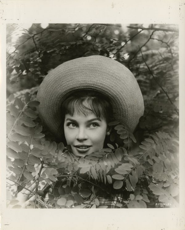 8: Leslie Caron key-set photos from Gigi by Cecil Beato