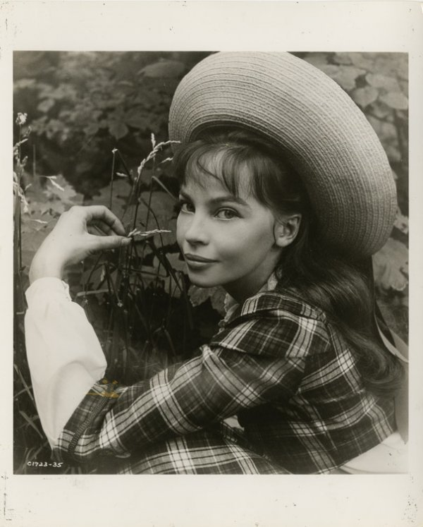8: Leslie Caron key-set photos from Gigi by Cecil Beato - 2