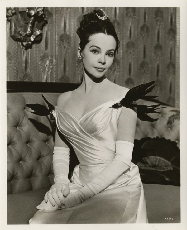 8: Leslie Caron key-set photos from Gigi by Cecil Beato - 4
