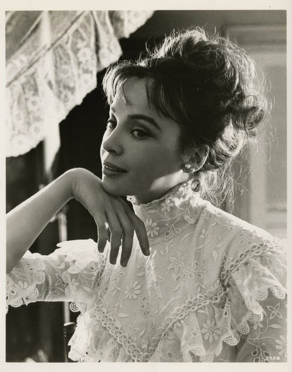 9: Leslie Caron key-set photos from Gigi by Cecil Beato - 3