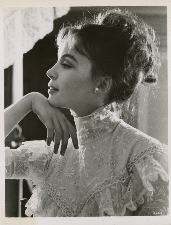 9: Leslie Caron key-set photos from Gigi by Cecil Beato - 4
