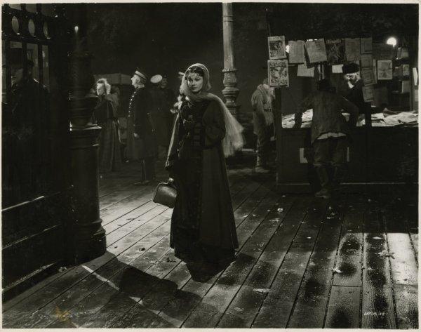 122: Vivien Leigh key-set portraits from Anna Karenina - 3