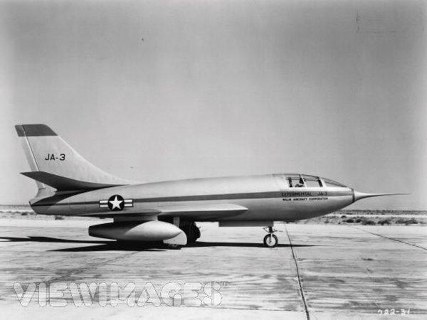 795: Humphrey Bogart JA-3 miniature in Chain Lightning - 4