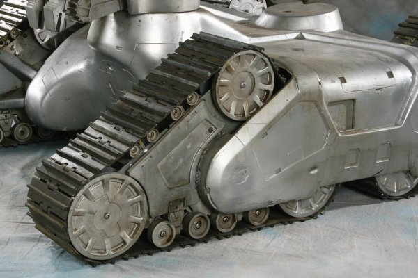 919: Screen-used Hunter/Killer Tank from The Terminator - 5