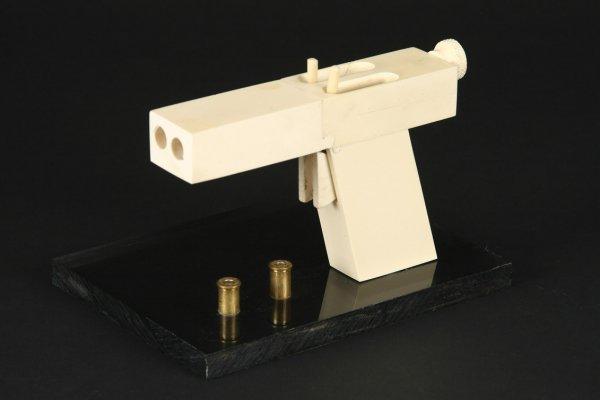 931: John Malkovich improvised gun In the Line of Fire