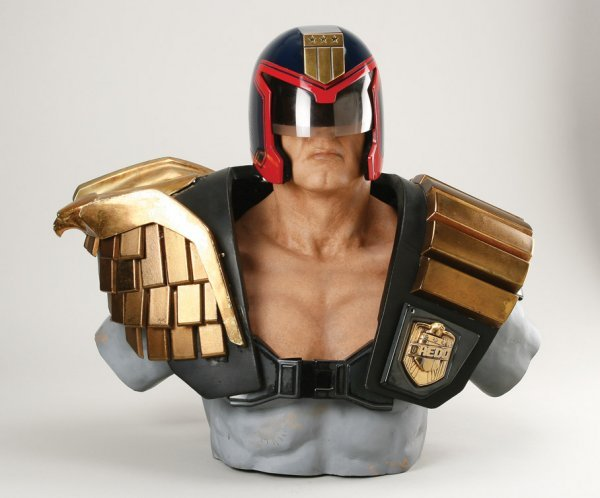 938: Sylvester Stallone helmet & armor from Judge Dredd - 2