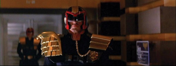 938: Sylvester Stallone helmet & armor from Judge Dredd - 4