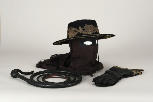 1034: Antonio Banderas costume from The Legend of Zorro - 5