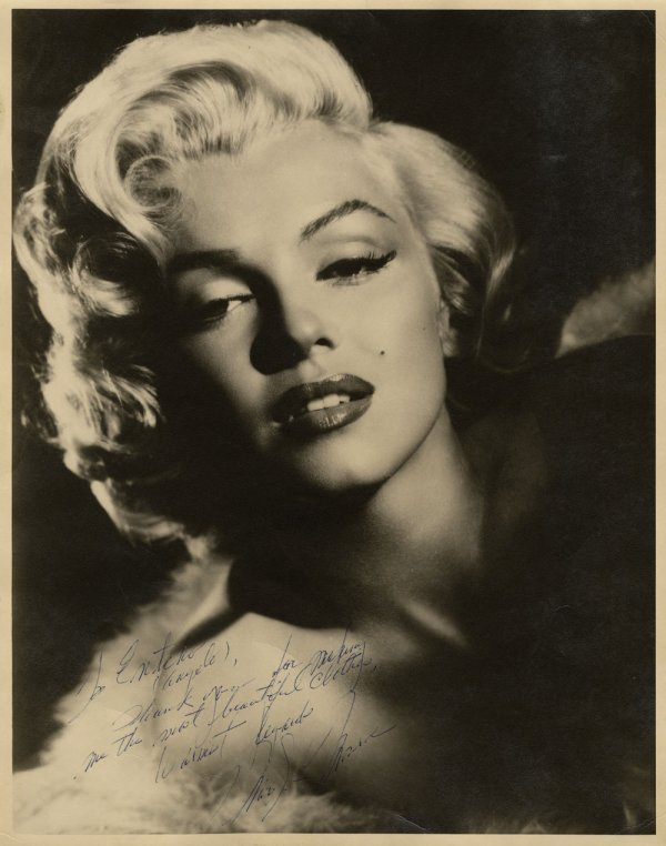 Marilyn Monroe Stunning Oversize Photograph Signed