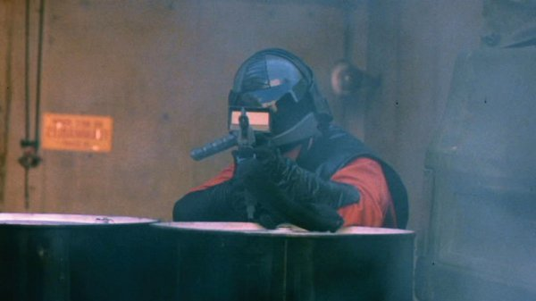 Visitor rifle with scope from V: The Miniseries - 4