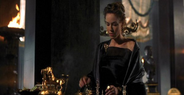 Connie Nielsen Lucilla black gown from Gladiator - 3
