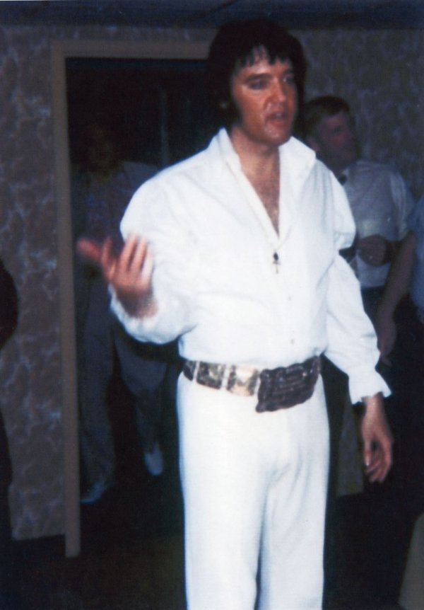 Elvis Presley's high collar shirt with puffy sleeves - 2