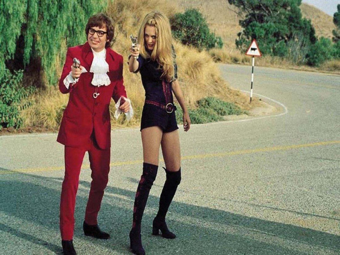 16: Austin Powers: The Spy Who Shagged Me velvet suit - 3