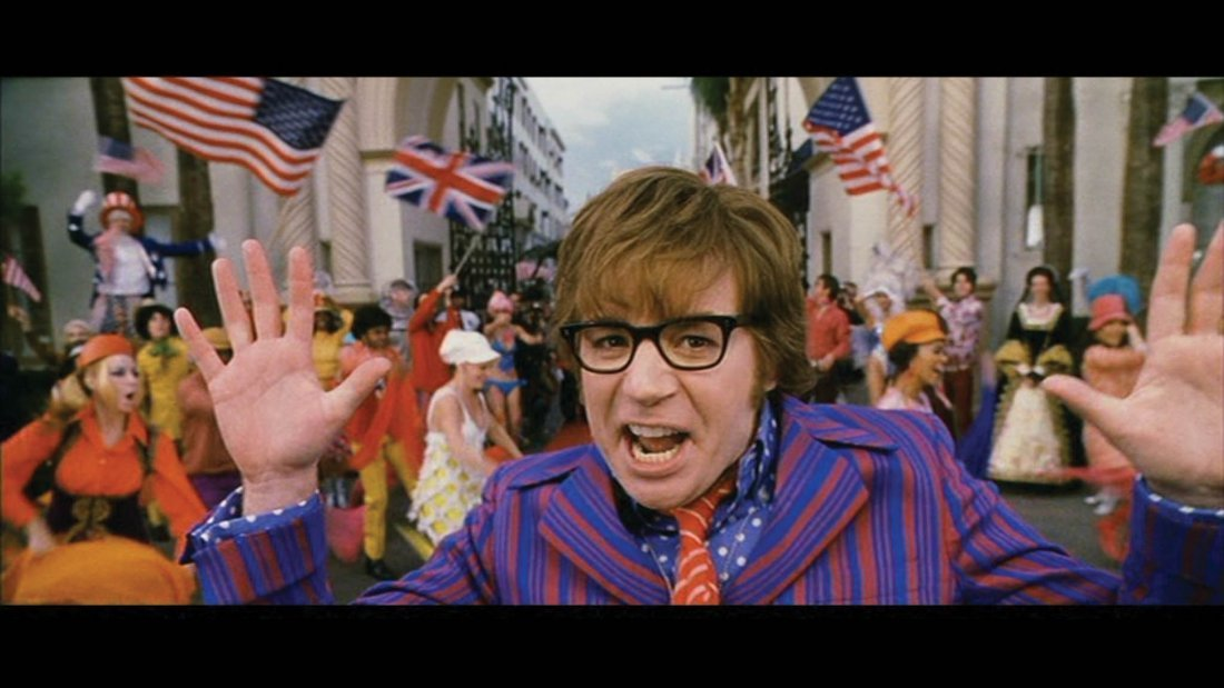 "19: Myers ""Austin Powers"" groovy suit in Goldmember - 2"