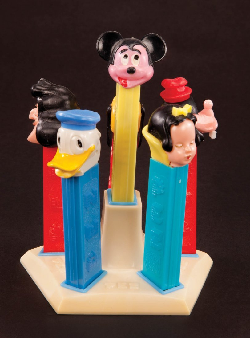 302: DISNEY PEZ DISPLAY STAND WITH (6) PEZ DISPENSERS