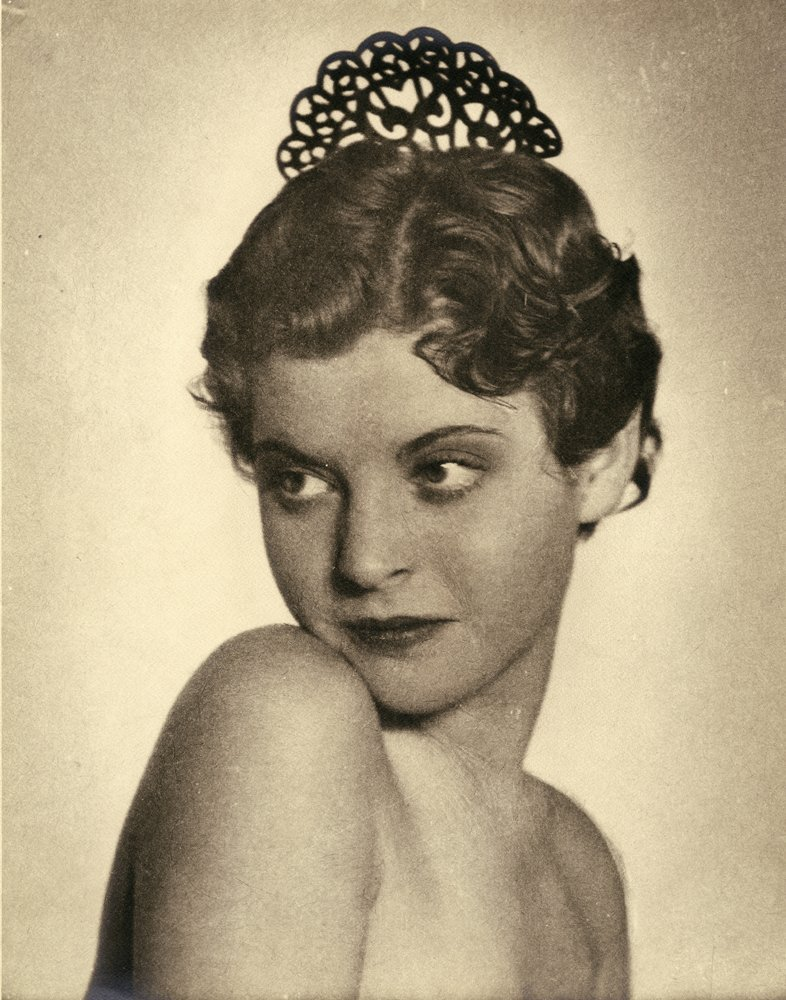 8: PORTRAITS OF FEMALE SUBJECTS BY WILLIAM MORTENSEN