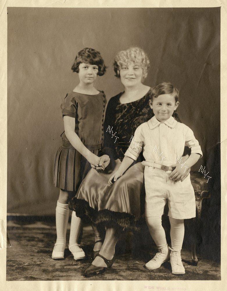 476: GROUCHO MARX 1930S PERSONAL FAMILY PHOTO ALBUM - 5