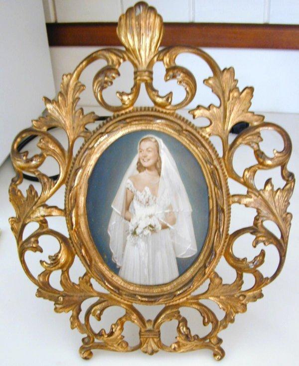 002: Victorian Metal Frame w/Wedding Photo