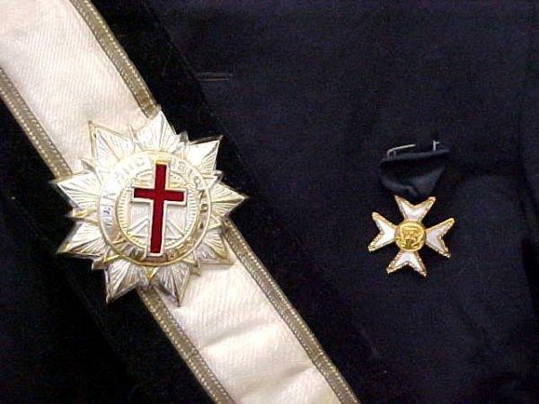 236: Masonic Knights Templar Uniform Hats Lit Lot - 4