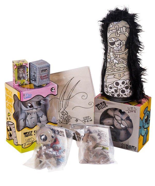 27: JOE LEDBETTER - Monotone Vinyl Toy Lot with Signed