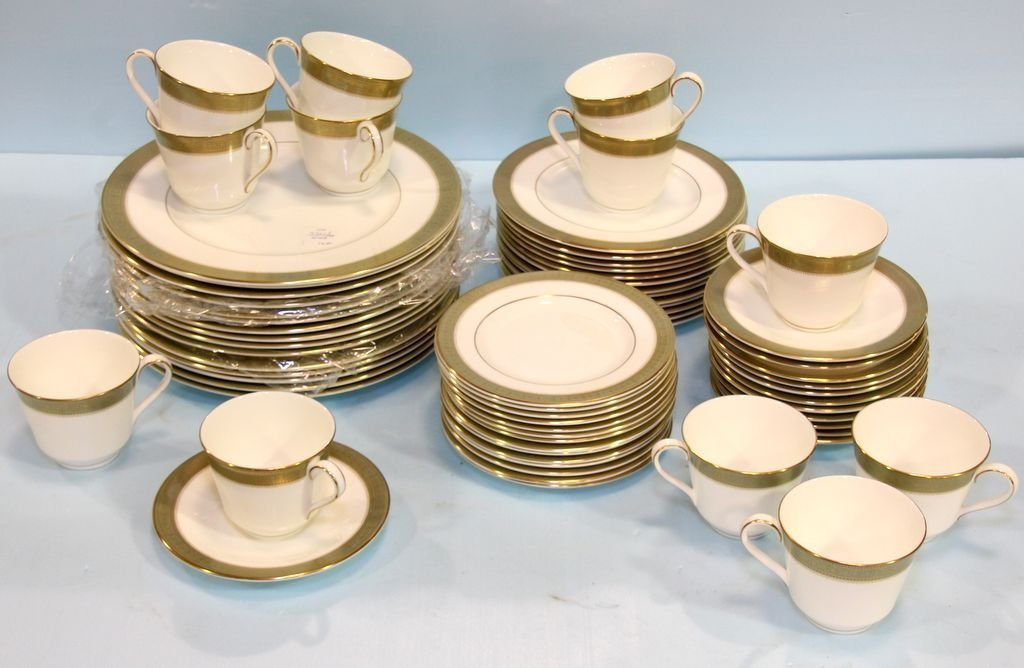 """Set of Royal Doulton """"Belvedere"""" China"""