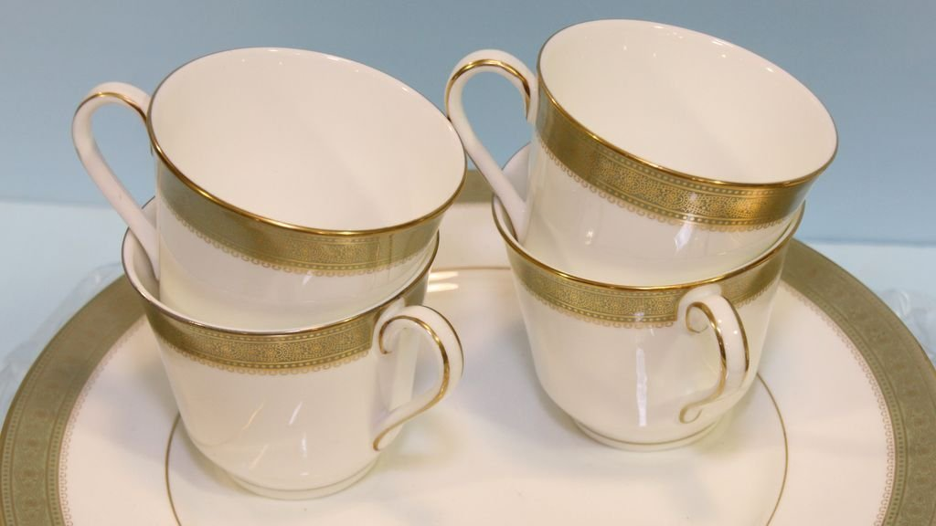 """Set of Royal Doulton """"Belvedere"""" China - 4"""