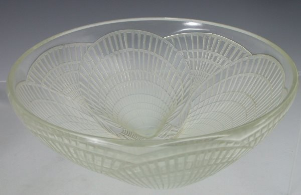 13: 'Coquilles', a Lalique clear and opalescent glass b