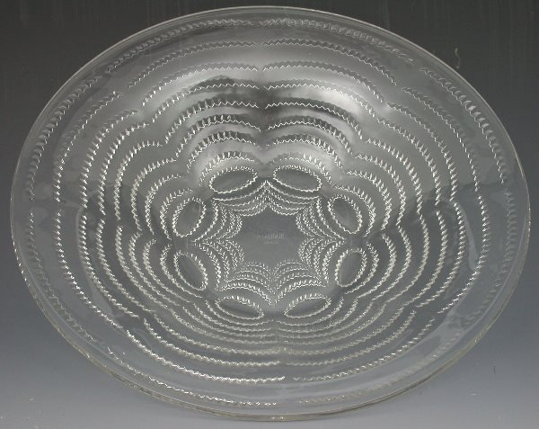 17: 'Vagues', A Lalique clear glass bowl, moulded with
