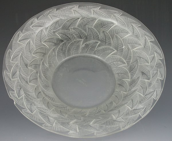 20: A Lalique clear and frosted glass bowl, with flarin