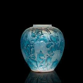 ‡ René Lalique (French 1860-1945) Perruches Vase,