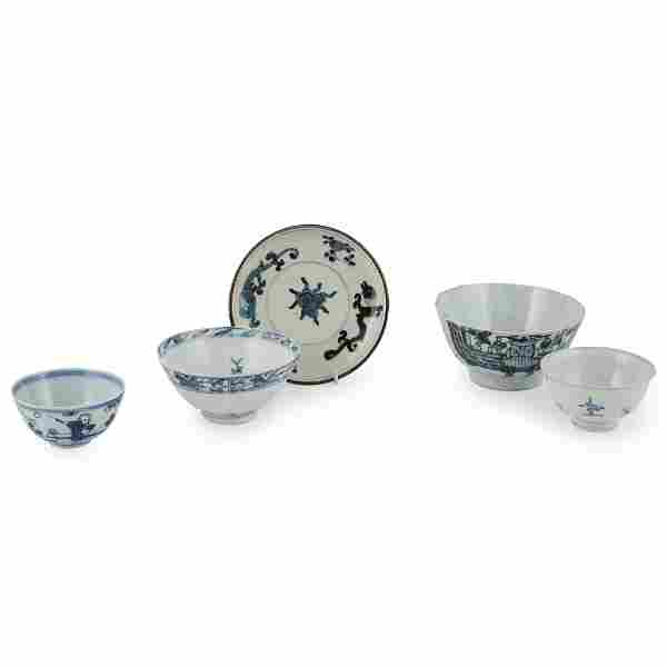 GROUP OF FIVE BLUE AND WHITE WARES QING DYNASTY, 18TH
