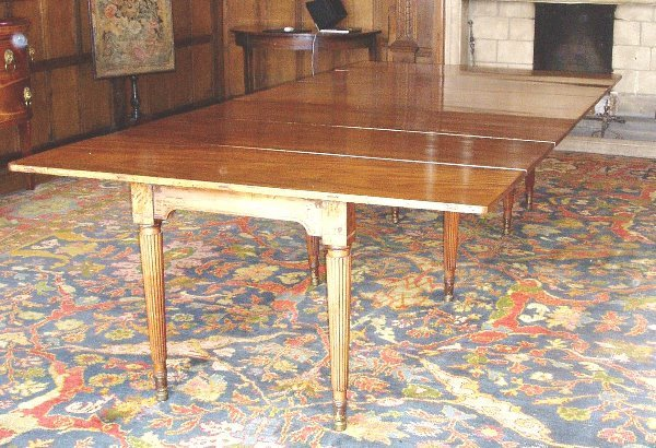 603: A Regency mahogany dining table by Gillows of Lanc