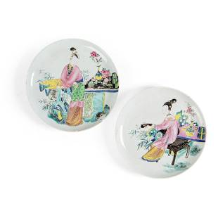 PAIR OF FAMILLE ROSE 'LADY' PLATES QING DYNASTY,