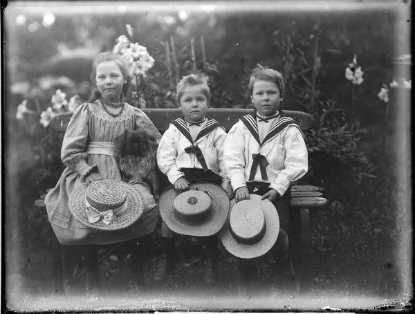 1506: The Bannerman Family collection of glass negative