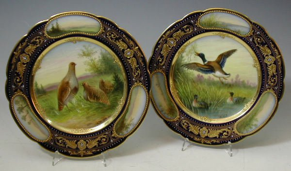 15: A pair of Royal Vienna circular plates,each with a