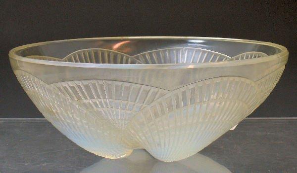 1014: Coquilles', a Lalique glass bowl