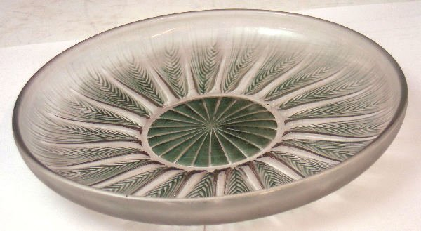 1015: Epis', a Lalique clear glass circular plate