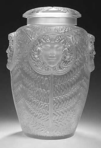 1017: A monumental Lalique glass vase & cover