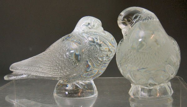 1019: A pair of Lalique glass doves