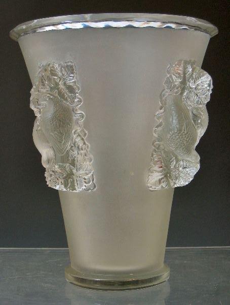 1020: 'Saint-Émilion', a Lalique glass vase