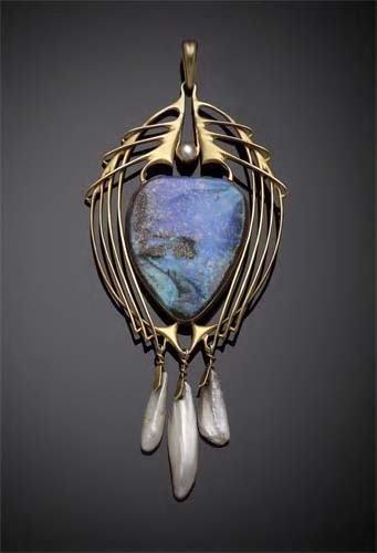 1198: Archibald Knox, An Art Nouveau gold pendant