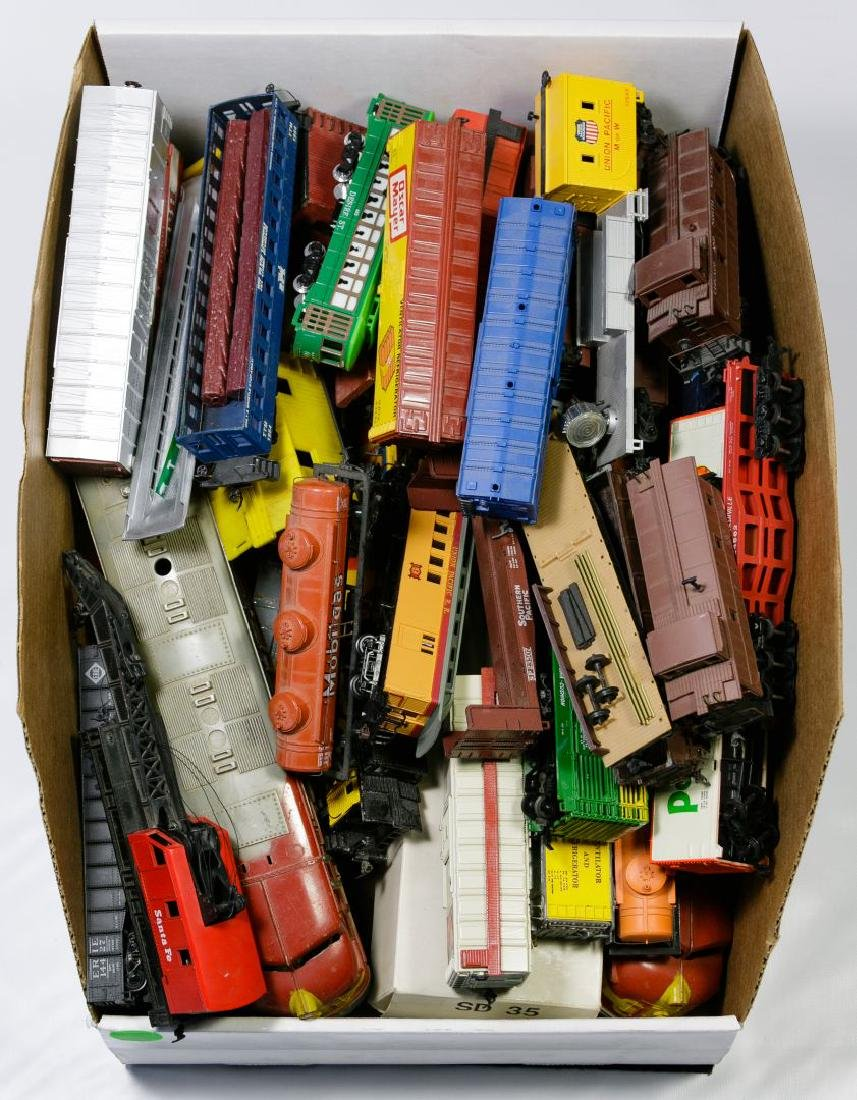 HO Model Toy Train and Toy Vehicle Assortment