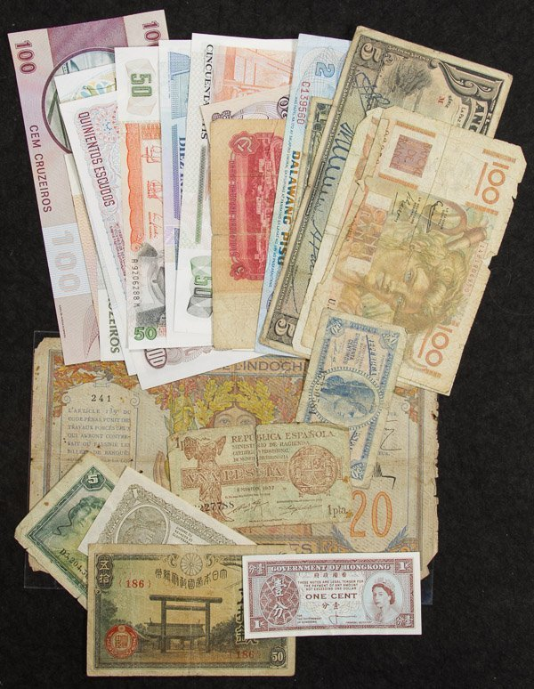 World: Currency Assortment
